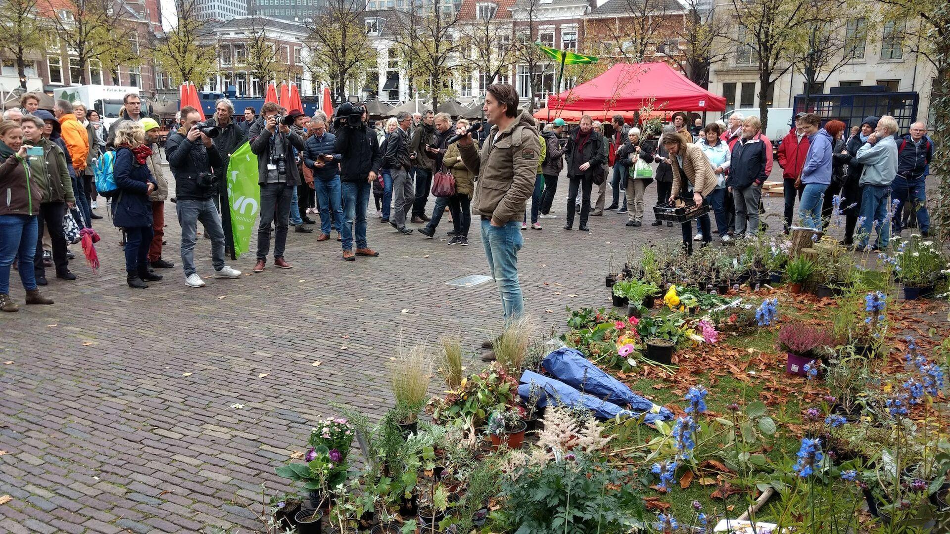 Lodewijk Hoekstra voert actie op Binnenhof voor natuur
