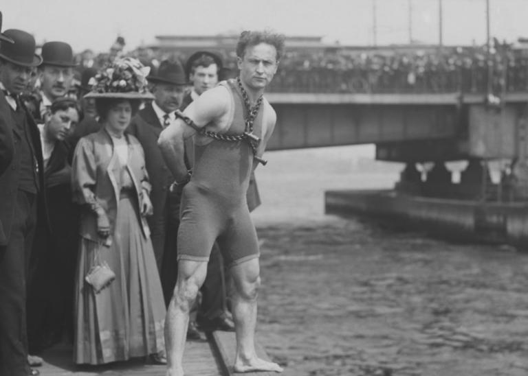 Houdini-act May brengt ordelijke Brexit niet dichterbij
