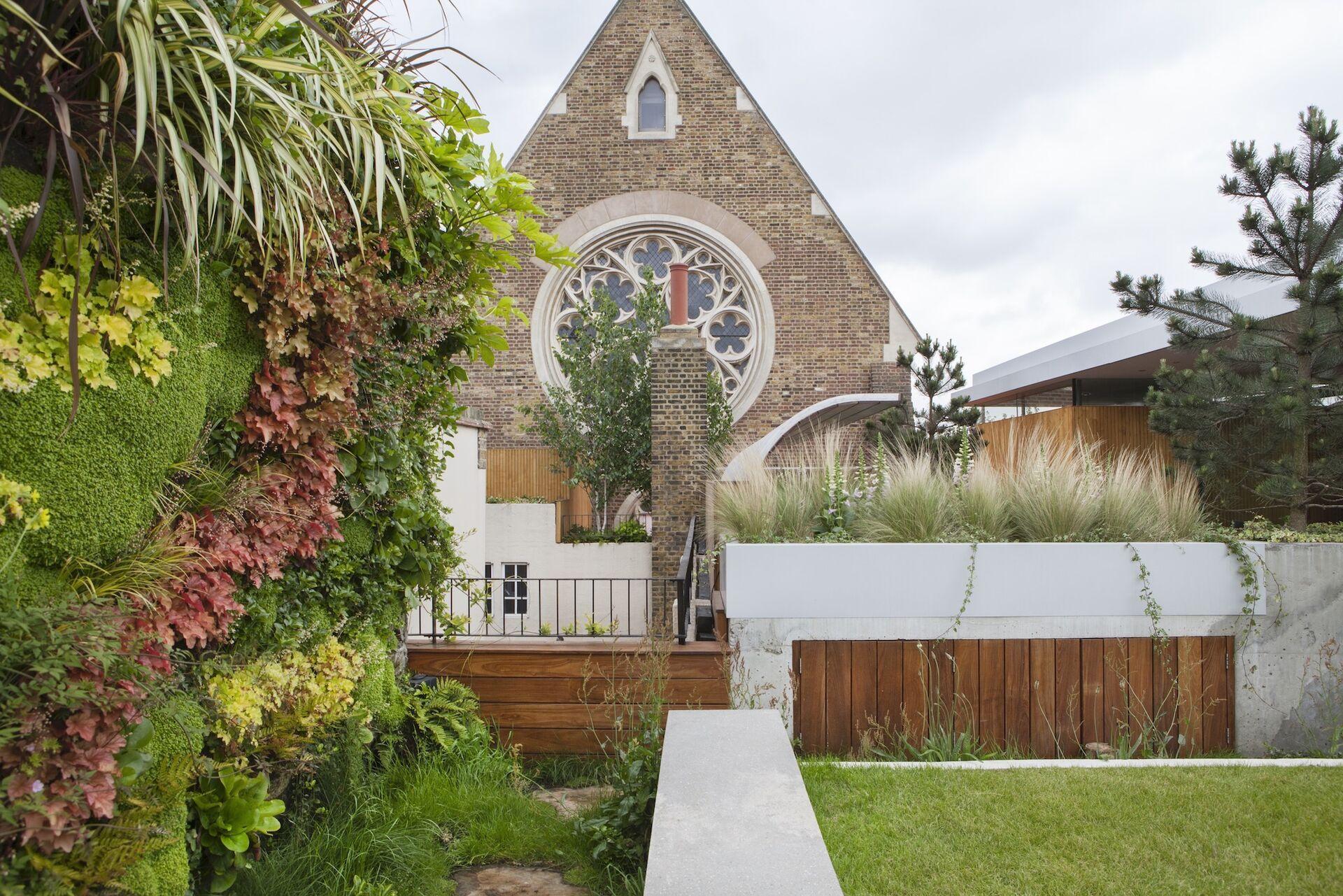 Groene kerkgevel - Tapestry Vertical Gardens
