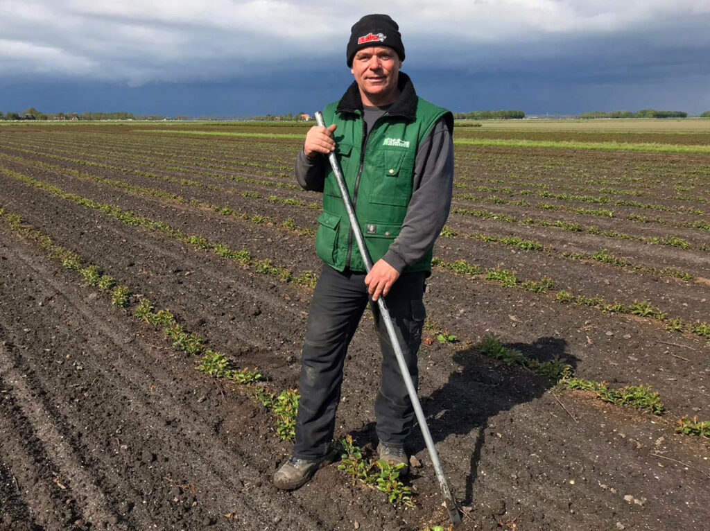 Kweker van vruchtboomonderstammen Mark Kriellaars op zijn land