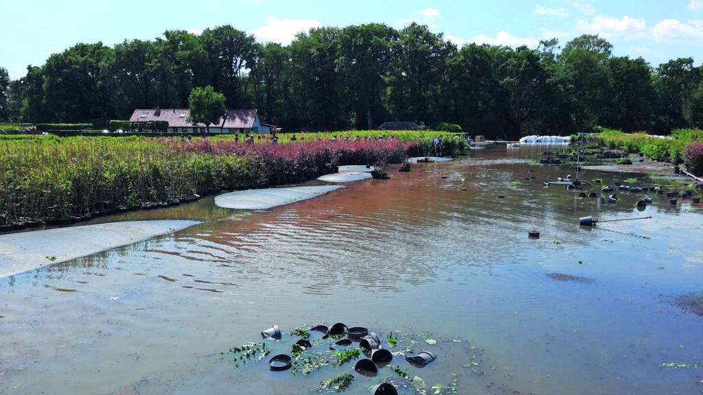 Grote schade door de overstromingen bij Jos Smits in Broekhuizenvorst.